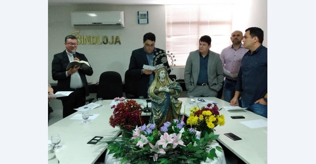 Sindloja recebe imagem da padroeira de Caruaru Nossa Senhora das Dores