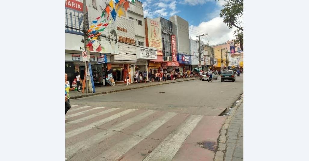 Sindloja orienta lojistas sobre abertura do comércio no feriado de Tiradentes